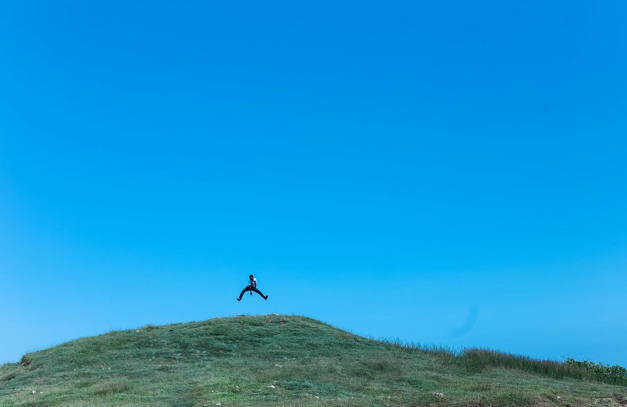 丘の上でジャンプ!