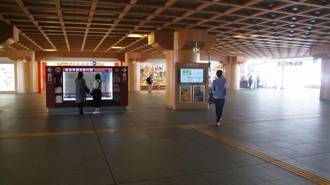 奈良駅改札出たところ
