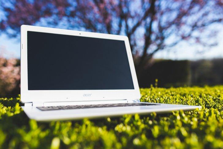 s-laptop-762548