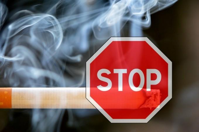 s-smoking-1111975_1280