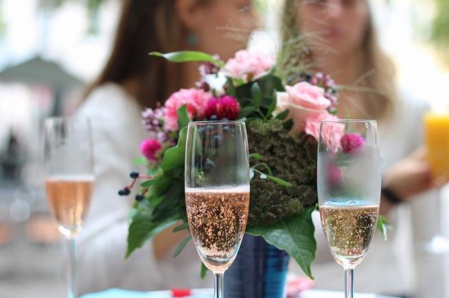 結婚式で乾杯の挨拶を頼まれた 参考にするべきポイントと実際に話