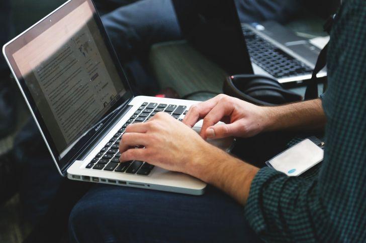 s-startup-laptop