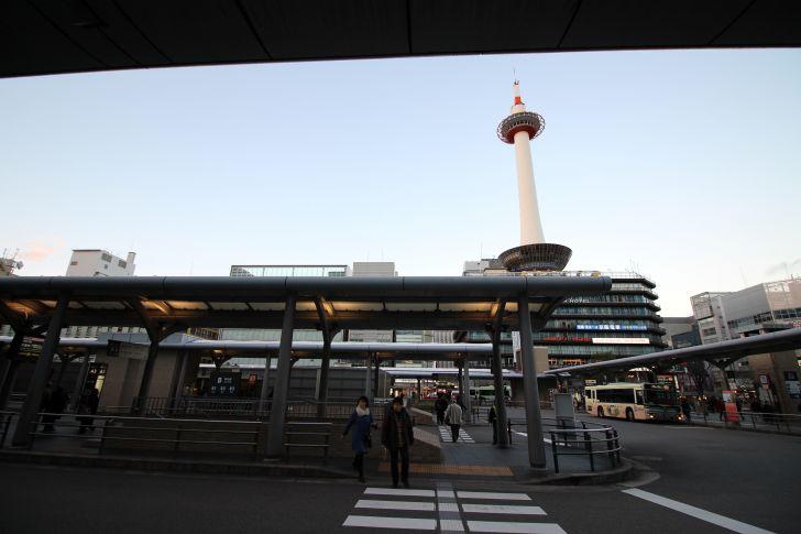 京都駅に戻ってきた頃には夕暮れ