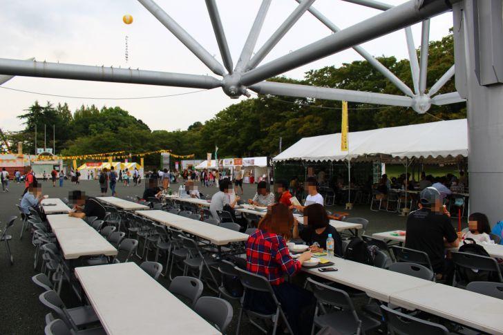 屋外飲食スペース