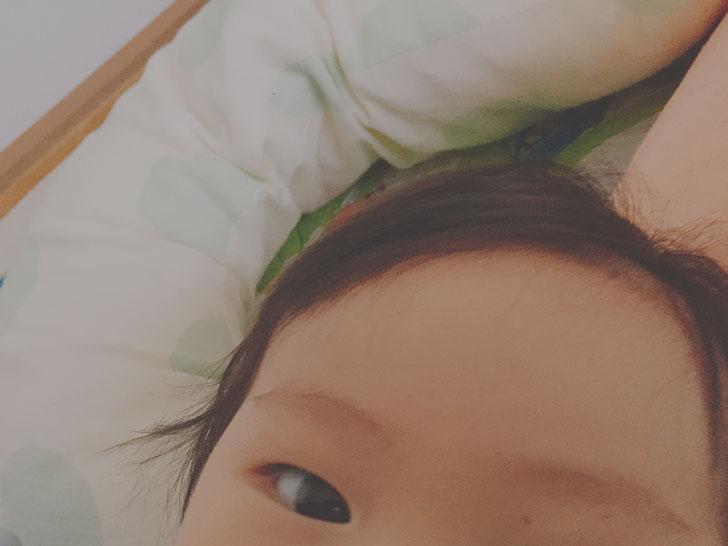 赤ちゃんの顔の写真