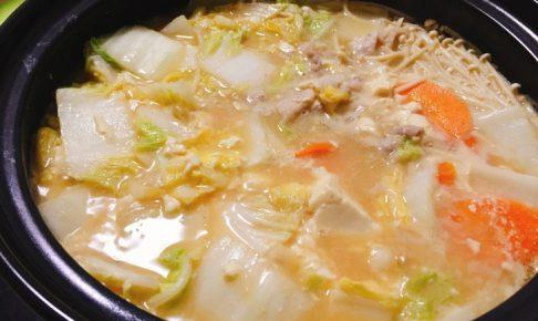 とり野菜みそ鍋の完成の写真