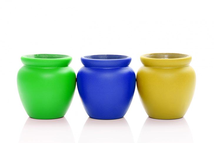 3つの壺の色を変えた写真