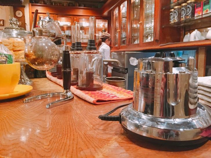 西洋茶館の店内