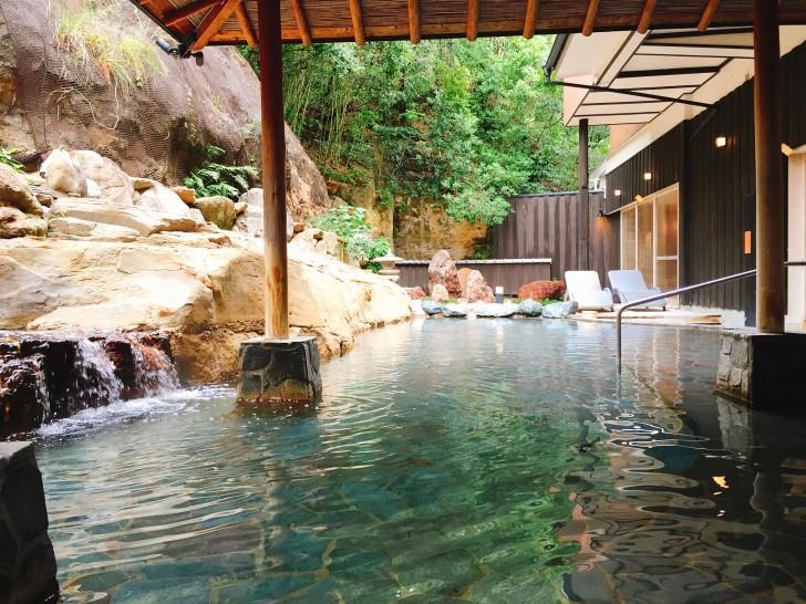 彩朝楽の露天風呂