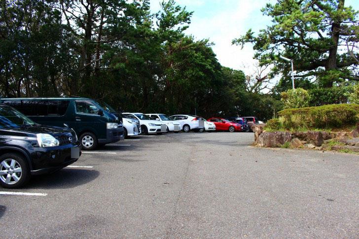 三段壁の駐車場