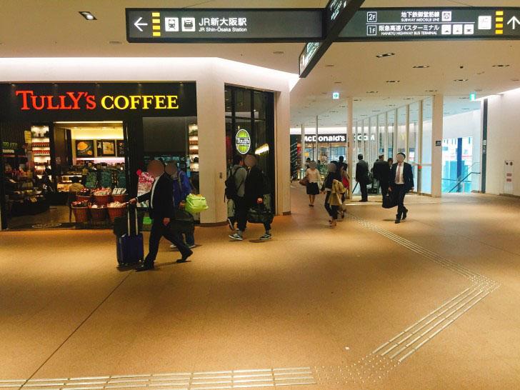 新大阪駅北口へ続く道