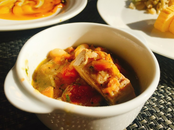 鶏腿肉のオーブン焼き&白インゲン豆の軽い煮込み もち麦のアクセント