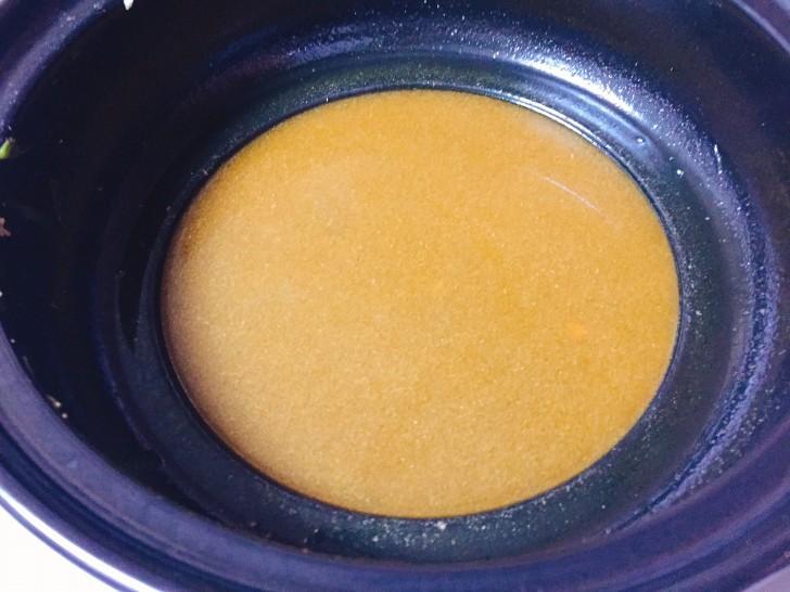 残ったスープを煮立たせて