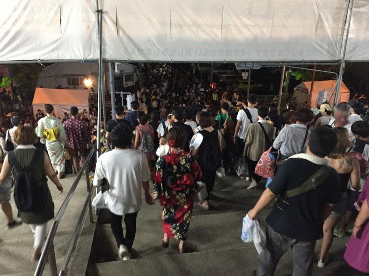 中央入場口の混雑