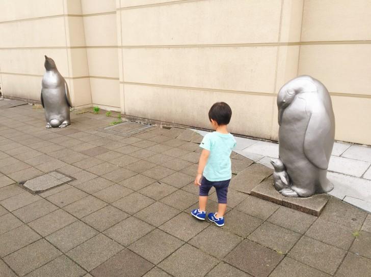 ペンギンの銅像